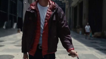 Axe 48-Hour Charge Up Protection TV Spot, 'Dos chaquetas' [Spanish] - Thumbnail 5