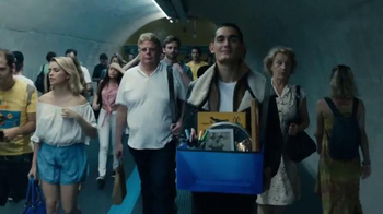 Axe 48-Hour Charge Up Protection TV Spot, 'Dos chaquetas' [Spanish] - Thumbnail 6