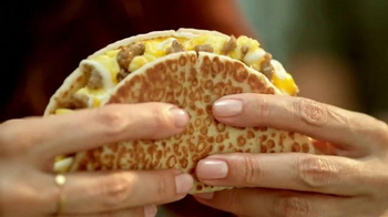 Taco Bell Grilled Breakfast Burrito TV Spot, 'This or That: Burrito' - Thumbnail 7