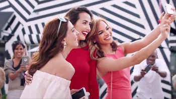 Colgate Optic White TV Spot, 'Las fotos' con Leslie Grace [Spanish] - 696 commercial airings