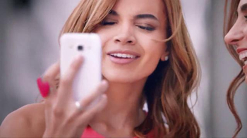Colgate Optic White TV Spot, 'Las fotos' con Leslie Grace [Spanish] - Thumbnail 2