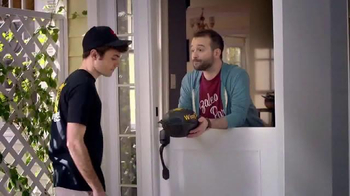 Pizza Hut Wing Street TV Spot, 'No Pants Required' - Thumbnail 5