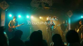 Apple iPhone 6s TV Spot, 'Menos tiempo' con Aubrey Plaza [Spanish] - Thumbnail 10