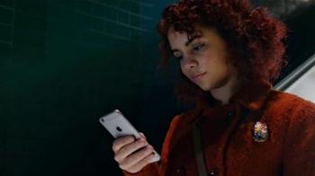 Apple iPhone 6s TV Spot, 'Menos tiempo' con Aubrey Plaza [Spanish] - Thumbnail 3