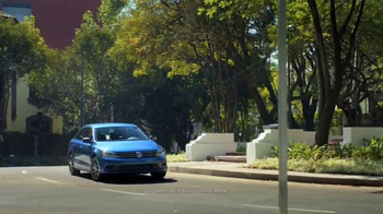 Volkswagen Evento Safety in Numbers TV Spot, 'No paren' [Spanish] - Thumbnail 1
