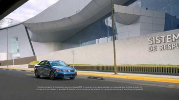 Volkswagen Evento Safety in Numbers TV Spot, 'No paren' [Spanish] - Thumbnail 2