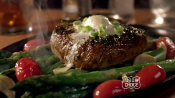 Chili's $20 Dinner for Two TV Spot, 'Char-Crusted Sirloin' - Thumbnail 6