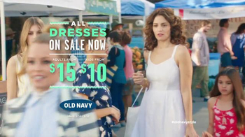 Old Navy TV Spot, 'Farmers Market' Feat. Elizabeth Banks, Song by Lil Dicky - Thumbnail 9