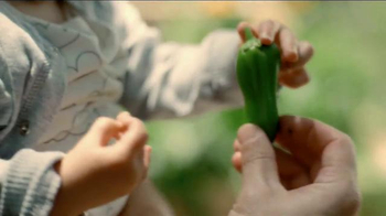 Miracle-Gro TV Spot, 'Start Things Off Right: Peppers and Kids' - Thumbnail 5
