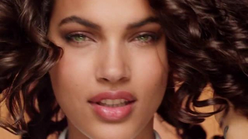 Garnier Fructis Curl Nourish TV Spot, 'Triple Nutrition' Song by Goldfrapp - Thumbnail 1