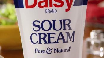 Daisy Squeeze Sour Cream TV Spot, 'Algo nuevo para la cocina' [Spanish] - Thumbnail 4