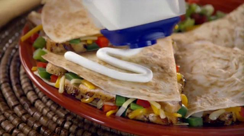 Daisy Squeeze Sour Cream TV Spot, 'Algo nuevo para la cocina' [Spanish] - Thumbnail 6
