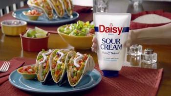 Daisy Squeeze Sour Cream TV Spot, 'Algo nuevo para la cocina' [Spanish] - Thumbnail 9