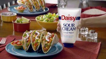 Daisy Squeeze Sour Cream TV Spot, 'Algo nuevo para la cocina' [Spanish]