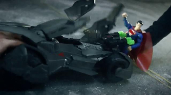 Batman v Superman Epic Strike Batmobile Vehicle TV Spot, 'Crash and Smash' - Thumbnail 3