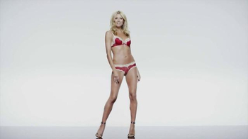 Macy's TV Spot, 'One Animated Photo Shoot' Featuring Heidi Klum - Thumbnail 2