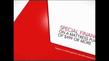 Macy's Super Saturday Mattress Sale TV Spot, 'Final Closeouts' - Thumbnail 7