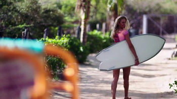 Victoria's Secret TV Spot, 'Spring Fever Beach Tote and Flip-Flops' - Thumbnail 9