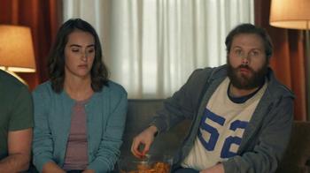Amazon Echo Super Bowl 2017 TV Spot, 'Alexa Moments: Finger Lick' - Thumbnail 6