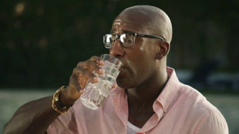 Sprite TV Spot, 'LeBron James Eats Tacos With His Friends & Drinks Sprite' - Thumbnail 8