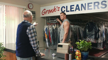 Tide Super Bowl 2017 Teaser, 'Gronk Works the Rack' Feat. Jeffrey Tambor - Thumbnail 6