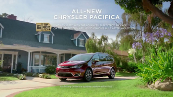 2017 Chrysler Pacifica TV Spot, 'This Guy or That Guy: Forfeit: Innovative' [T1] - Thumbnail 10