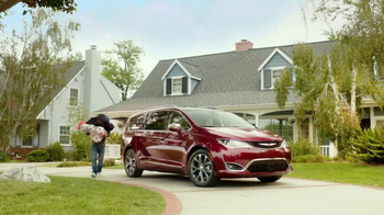 2017 Chrysler Pacifica TV Spot, 'This Guy or That Guy: Forfeit: Innovative' [T1] - Thumbnail 2