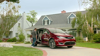 2017 Chrysler Pacifica TV Spot, 'This Guy or That Guy: Forfeit: Innovative' [T1] - Thumbnail 9