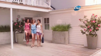 Dial Hibiscus Water Body Wash TV Spot, 'Seres queridos' [Spanish] - Thumbnail 1