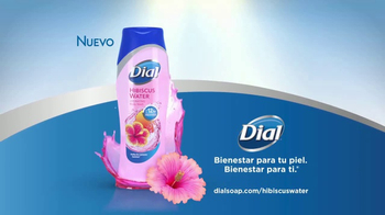 Dial Hibiscus Water Body Wash TV Spot, 'Seres queridos' [Spanish] - Thumbnail 8