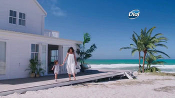 Dial Coconut Milk Body Wash TV Spot, 'Acércate' [Spanish] - Thumbnail 1