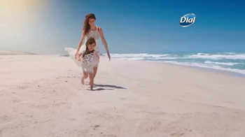 Dial Coconut Milk Body Wash TV Spot, 'Acércate' [Spanish] - Thumbnail 2