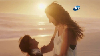 Dial Coconut Milk Body Wash TV Spot, 'Acércate' [Spanish] - Thumbnail 7