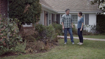 Lowe's Refresh Your Outdoors Event TV Spot, 'The Moment: Premium Mulch' - Thumbnail 2