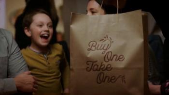 Olive Garden Compra Uno, Lleva Otro TV Spot, 'Tiempo en familia' [Spanish] - Thumbnail 5