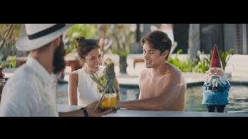 Travelocity TV Spot, 'Resort Bar' - Thumbnail 3