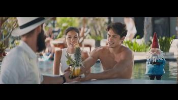 Travelocity TV Spot, 'Resort Bar' - Thumbnail 4