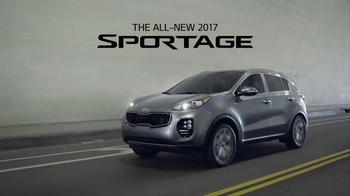 2017 Kia Sportage TV Spot, 'Urban Pioneer' - Thumbnail 8