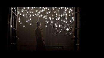 Giorgio Armani Code Profumo TV Spot, 'La fiesta' con Chris Pine [Spanish] - 94 commercial airings