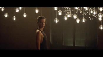 Giorgio Armani Code Profumo TV Spot, 'La fiesta' con Chris Pine [Spanish] - Thumbnail 6