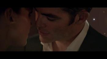 Giorgio Armani Code Profumo TV Spot, 'La fiesta' con Chris Pine [Spanish] - Thumbnail 8