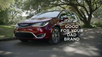 2017 Chrysler Pacifica TV Spot, 'Good For Your Dad Brand' Ft. Jim Gaffigan - Thumbnail 10