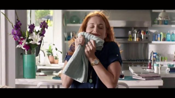 Downy Unstopables TV Spot, 'Luxurious 12-Week Scent' - Thumbnail 8