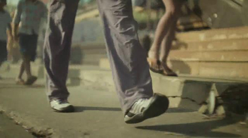 Fitbit Alta TV Spot, 'Let's Move!' Song by Fats Domino - Thumbnail 3