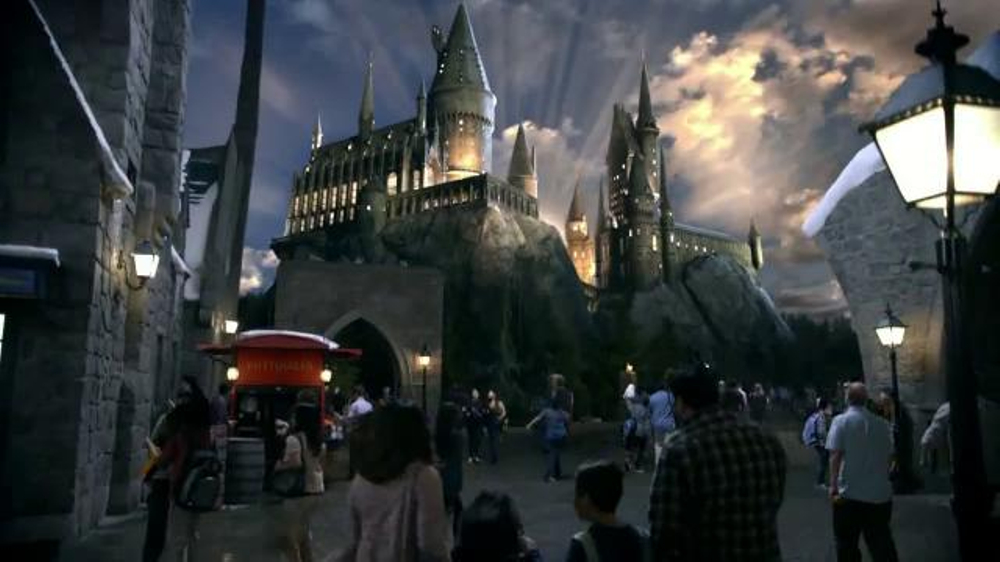 Universal Studios Hollywood TV Commercial, 'The Wizarding World of Harry Potter'
