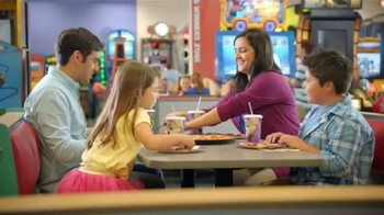 Chuck E. Cheese's TV Spot, 'Un día para Chuck E. Cheese's' [Spanish] - Thumbnail 7
