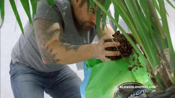 Lowe's TV Spot, 'HGTV: Love the Look: Spring' Featuring Anthony Carrino - Thumbnail 6