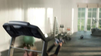 Apple Music TV Spot, 'Taylor vs. Treadmill' Song by Drake & Future - Thumbnail 8