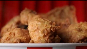 KFC $20 Family Fill Up TV Spot, 'Garantía de calidad' [Spanish] - Thumbnail 6
