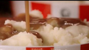 KFC $20 Family Fill Up TV Spot, 'Garantía de calidad' [Spanish] - Thumbnail 7